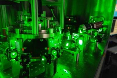 Bild vom Lasersystem und der Plasmakammer